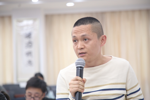 2.安徽商报记者.jpg
